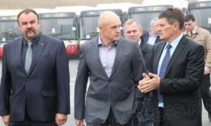 Давыдову показывают новые автобусы