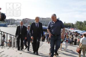 Маматказин показывает Давыдову новый спортвокзал
